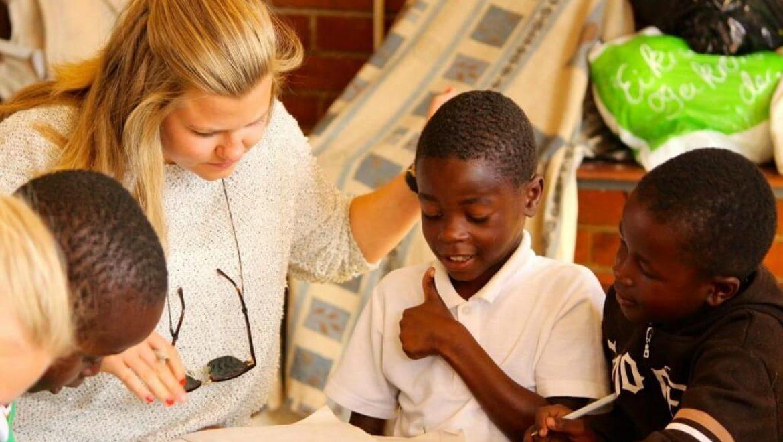זימבבואה – פעילות עם ילדים ושימור אריות
